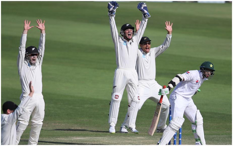 केन विलियमसन की टीम ने आबू धाबी में 24 रन पर छह विकेट लिए. यह चौथी पारी में उसका तीसरा सर्वोच्च प्रदर्शन है. जबकि इससे पहले न्यूजीलैंड टीम जिंबाब्वे के खिलाफ हरारे में 2016 में 20 पर छह और ओवल में इंग्लैंड के खिलाफ 1999 में 19 पर छह विकेट ले चुकी है.