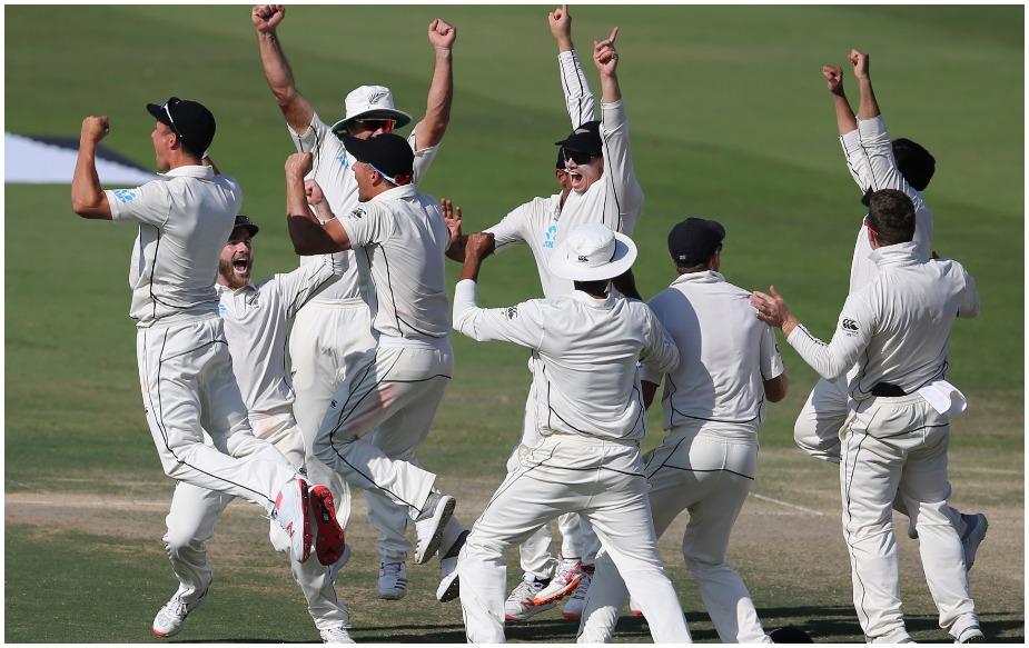 न्यूजीलैंड ने आबू धाबी टेस्ट चार रन से अपने नाम किया. यह टेस्ट क्रिकेट में पांचवीं सबसे छोटी जीत है. सबसे छोटी जीत का श्रेय वेस्टइंडीज को हासिल है, जिसने 1993 में ऑस्ट्रेलिया को एडीलेड में एक रन से हराया था. जबकि इंग्लैंड ने ऑस्ट्रेलिया को 2005 में दो रन, ऑस्ट्रेलिया ने 1902 में इंग्लैंड को तीन रन और इंग्लैंड ने ऑस्ट्रेलिया को 1982 में तीन रन से पटखनी दी है.
