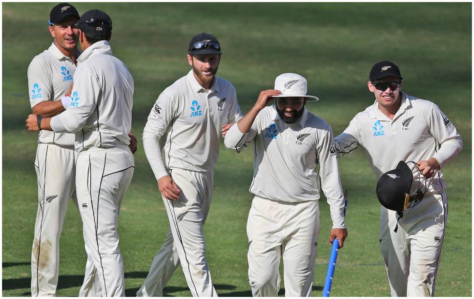आबू धाबी टेस्ट में न्यूजीलैंड के लिए 'विदेशी' गेंदबाजों ने 16 शिकार किए. मुंबई के पटेल ने सात, प्रीटोरिया के नेल वेगनर और लुधियाना (भारत) के सोढ़ी ने तीन-तीन और जिंबाब्वे के कोलिन डी ग्रांडहोम ने दो विकेट अपने नाम किए. जबकि सोढ़ी और पटेल ने एक खिलाड़ी रन आउट किया.जबकि ओपनर के तौर पर जीत रावल ( भारत) ने दूसरी पारी में 120 गेंदों पर 46 रन बनाए.