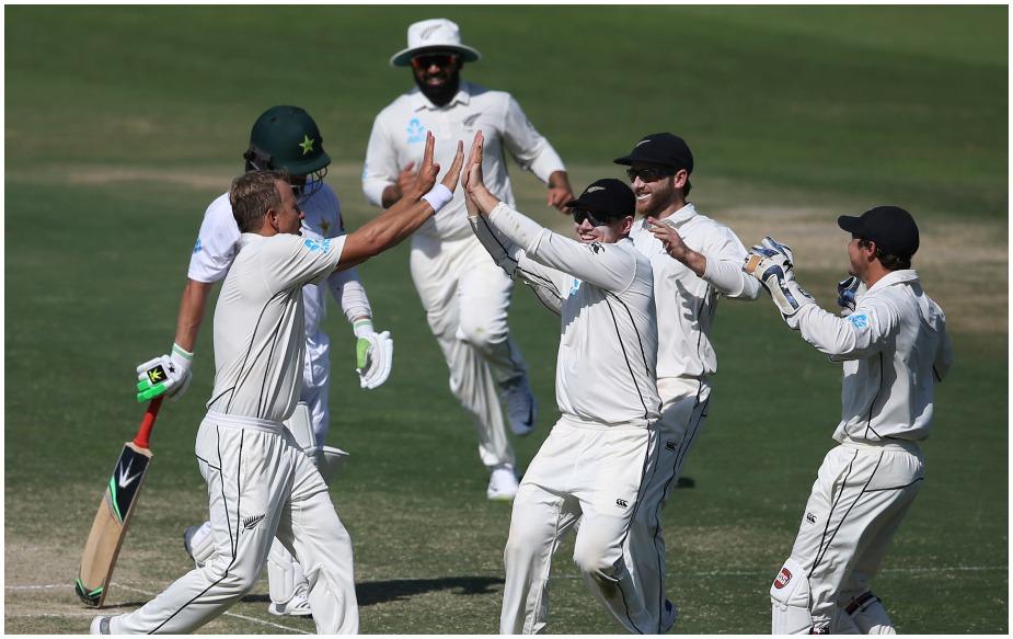 न्यूजीलैंड ने दूसरी बार टेस्ट क्रिकेट में 200 से कम रन का स्कोर बचाया है. 176 रन का लक्ष्य लेकर पाक टीम 171 पर ढेर हो गई. जबकि 1978 में उसने 137 रन का लक्ष्य लेकर उतरी इंग्लैंड को 64 रन पर ढेर करके मैच 72 रन से जीता था.