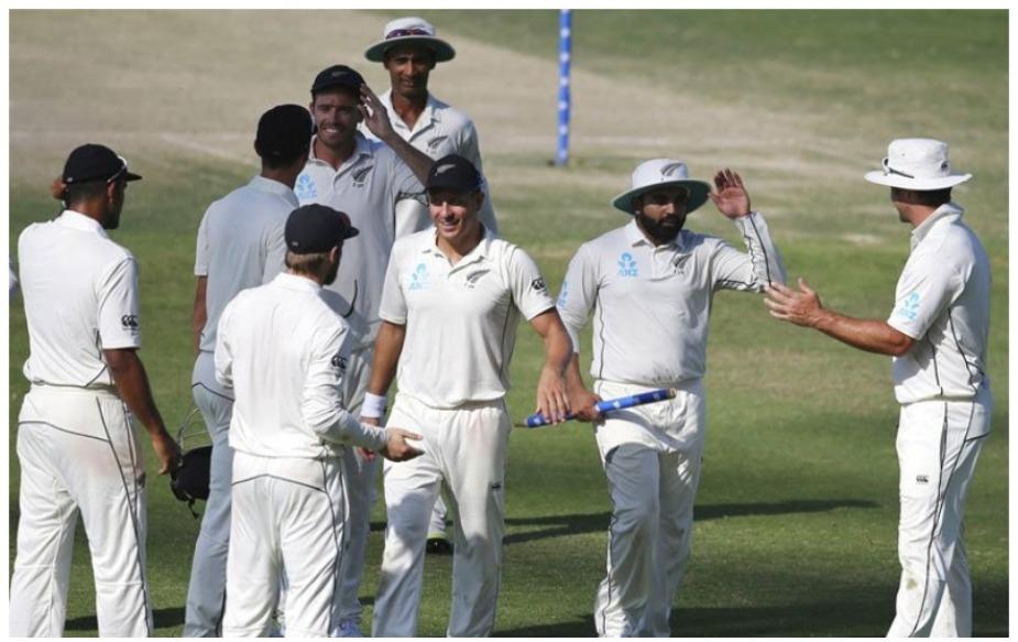 एजाज़ पटेल ने मैच की चौथी पारी में 5/59 का प्रदर्शन किया, जो कि न्यूजीलैंड के लिए दूसरा सर्वश्रेष्ठ प्रदर्शन है. एलेक्स मोयर ने 1951 में इंग्लैंड के खिलाफ क्राइस्टचर्च में 6/155 का प्रदर्शन किया था. वैसे यह मुंबई में जन्मे किसी भी खिलाड़ी का डेब्यू टेस्ट में रिकॉर्ड है. जी हां, मुंबई से ताल्लुक रखने वाले पटेल से पहले रवि शास्त्री ने 1981 में न्यूजीलैंड के खिलाफ वेलिंग्टन में 6/63 का रिकॉर्ड बनाया था.