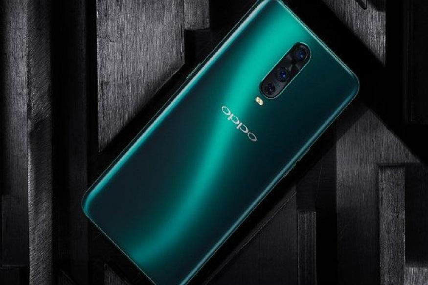 चीन की स्मार्टफोनबनाने कंपनियां लाजवाब फीचर्स के साथ स्मार्टफोन लॉन्च कर रही हैं. इसी कड़ी को आगे बढ़ाते हुए ओप्पो ने यूरोप में अपना लेटेस्ट स्मार्टफोन RX17 Pro और RX17 Neo लॉन्च कर दिया है.ये दोनों स्मार्टफोन स्पोर्ट ग्रेडीएंट शाइनी बैक्स (sport gradient shiny backs) और वॉटरड्राप नॉच के साथ आएगा. इसके अलावाइन दोनों स्मार्टफोन में फिंगरप्रिंट सेंसर दिया गया है.