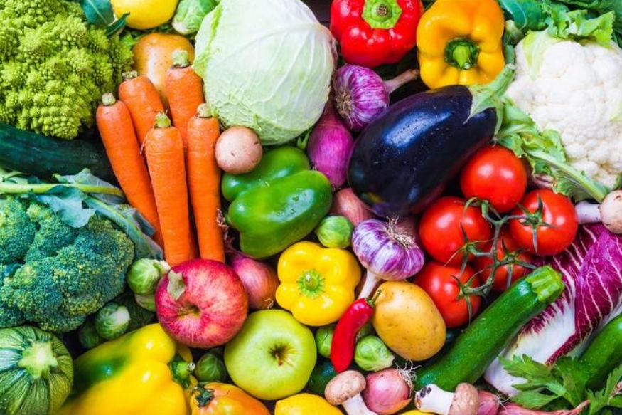 बढ़ती उम्र के प्रभाव से भी आपकी याददाश्त कमजोर हो जाती है. ऐसे में अपनी डाइट में ज्यादा से ज्यादा फल और सब्जियों को शामिल करें. फलों और हरी सब्जियों में पाए जानेवाले एंटी-ऑक्सीडेंट्स ब्रेन में मौजूद ब्लड नर्वज को स्वस्थ व लचीला बनाए रखते हैं.