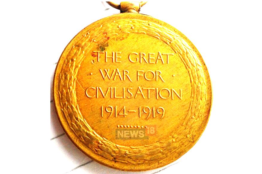 पूरी दुनिया को युद्ध की आग में झोंकने वाले प्रथम विश्व युद्ध को खत्म हुए 100 साल पूरे हो गए हैं. यह 28 जुलाई 1914 को शुरू हुआ था. 11 नवंबर 1918 को युद्ध समाप्त होने तक करीब 55 लाख लोग मारे जा चुके थे. इस जंग ने न केवल लाखों लाशें बिछा दी थीं बल्कि कई मुल्कों का नक्शा और हुलिया भी बदलकर रख दिया था.