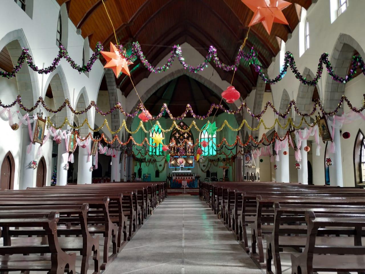 शिमला में क्रिसमस का जश्न सोमवार रात को 10 बजे से शुरू होगा. शिमला के कैथोलिक चर्च में आज रात को कैरेल के गीत गाए जाएंगे.