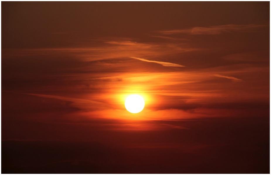 खरमास सूर्य के मकर राशि में प्रवेश के साथ यानि मकर संक्रांति से खत्म हो जाता है. इसके बाद ही कोई शुभ काम शुरू करना चाहिए. मकर संक्रांति के दिन गंगा स्नान करने से विशेष फल की प्राप्ति होती है.