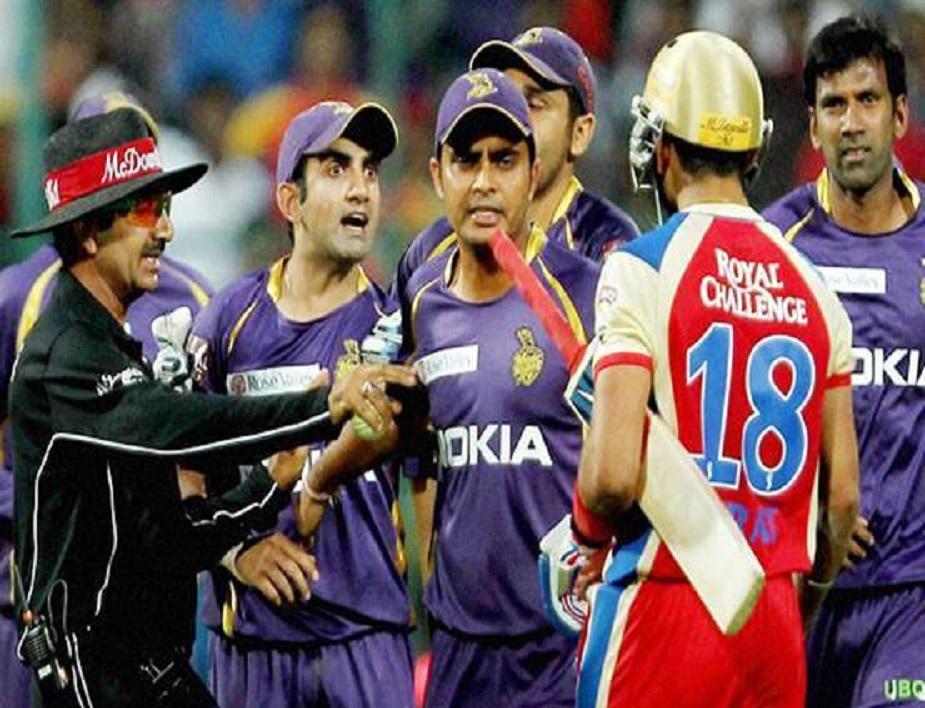 2013 में आईपीएल 6 के दौरान आरसीबी के कप्तान विराट कोहली और कोलकाता नाइठ राइडर्स के कप्तान गौतम गंभीर के बीच मैदान में जमकर बहस हुई थी. कोहली जब आउट होकर वापस जा रहे थे तब उनके और गंभीर के बीच बहस हो गई. हालांकि बाद में बाकी खिलाड़ियों और अंपायर ने मामला शांत करवा दिया था.