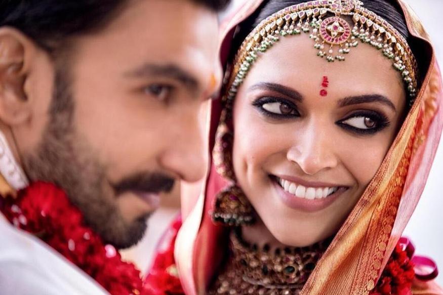 बॉलीवुड एक्टर रणवीर सिंह शादी के बाद से सातवें आसमान पर हैं. उनके चेहरे की खुशी से जाहिर होता है कि वह दीपिका को कितनी शिद्दत से चाहते हैं और उन्हें अपनी जिंदगी में शामिल कर कितने खुश हैं. लेकिन आखिर रणवीर को ये अहसास हुआ कब कि दीपिका ही उनके लिए परफेक्ट पार्टनर हैं?