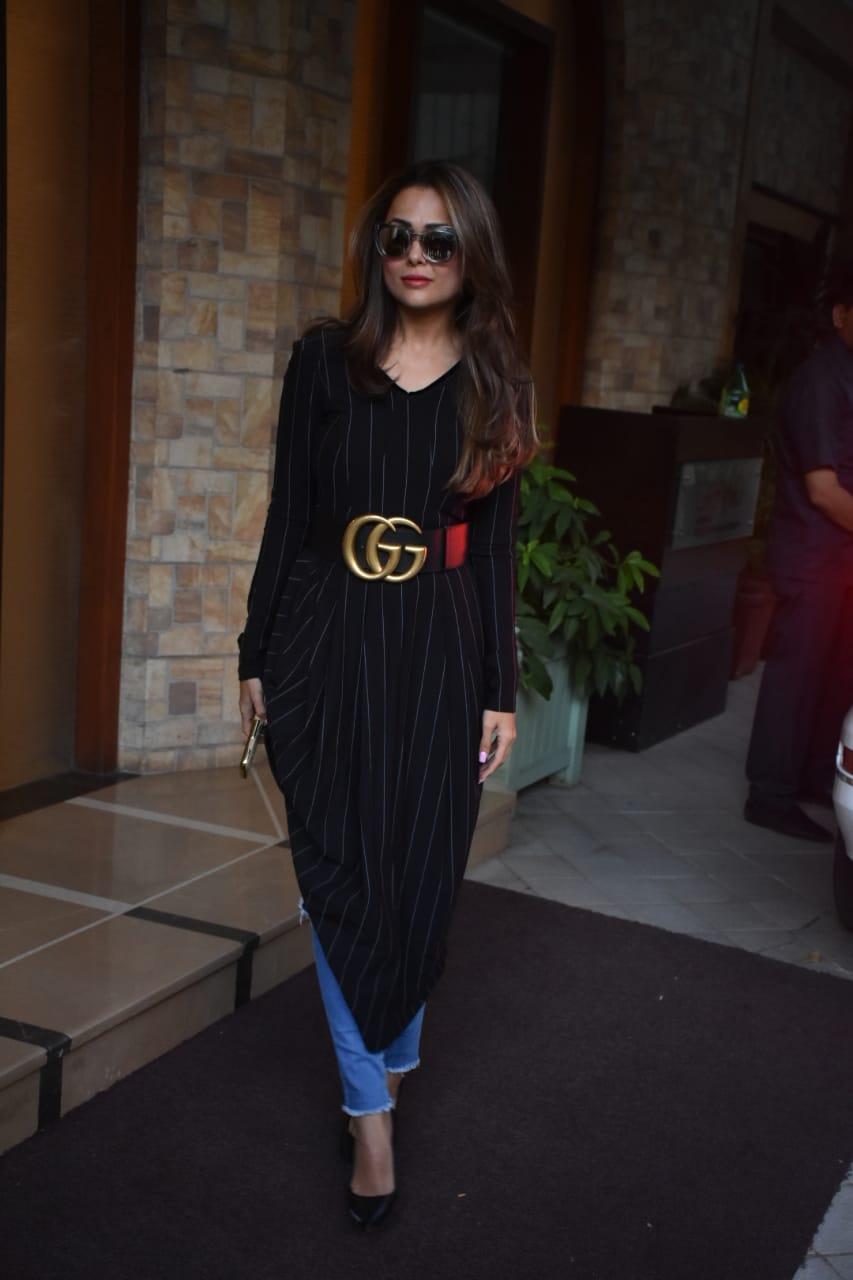 तैमूर की जन्मदिन की प्री पार्टी में अभिनेत्री अमृता अरोड़ा अपने बच्चों के साथ शिरकत करने पहुंची. अमृता यहां ब्लैक ड्रेस में बेहद खूबसूरतलग रही थीं.
