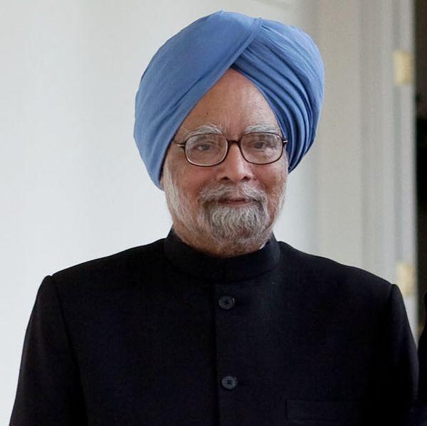 मनमोहन सिंह का जन्म पंजाब के गाह गांव (वर्तमान में पाकिस्तान में) में हुआ था. विभाजन के बाद इनका परिवार भारत आ गया था. पंजाब विश्वविद्यालय सेग्रेजुएशन, पोस्ट ग्रेजुएशनकी. कैम्ब्रिज विश्वविद्यालय से पीएचडी की. और फिर ऑक्सफोर्ड विश्वविद्यालय से डी.फिल किया. इंग्लैंड में इन्हें इकॉनोमिक्स का एडम स्मिथ पुरस्कार भी मिल चुका है. इंडिया आकर अमृतसर के एक कॉलेज में पढ़ाने लगे. वे दिल्ली स्कूल ऑफ इकोनॉमिक्स में प्राध्यापक रहे.