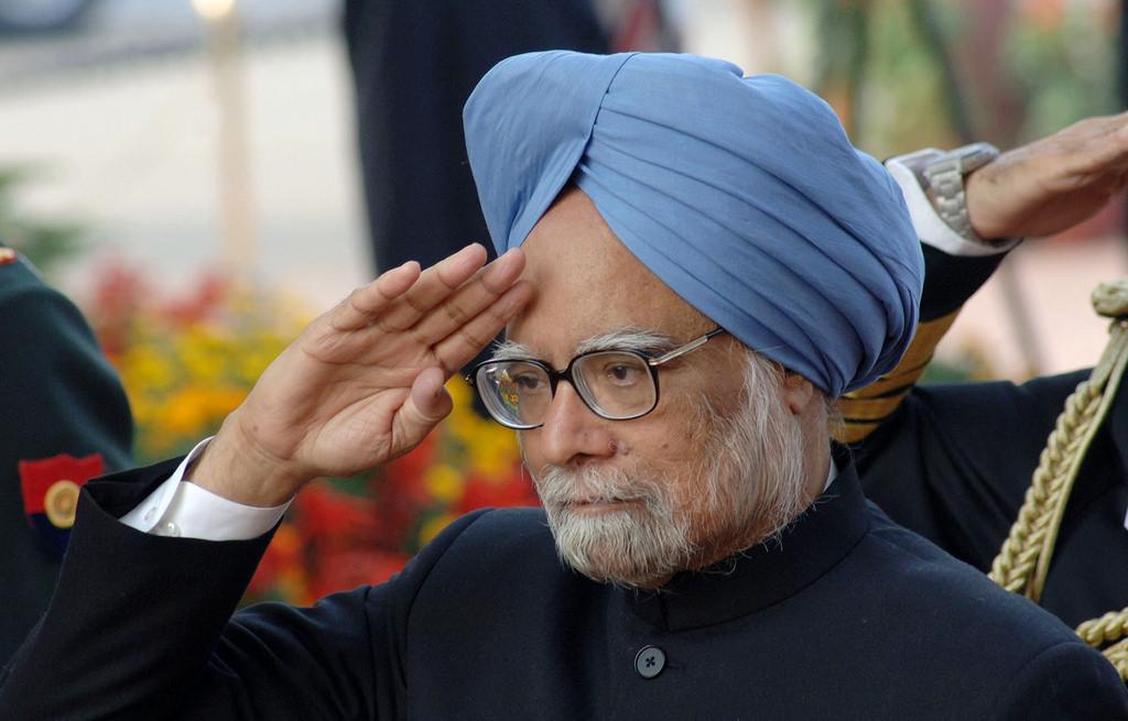मनमोहन मई 2004 से 2014 तक प्रधानमंत्री रहे. प्रधानमंत्री के कार्यकाल में 2005 में इंडिया-ASEAN मीटिंग में मलेशिया में मनमोहन का परिचय दुनिया के सबसे ज्यादा शिक्षित प्रधानमंत्री के रूप में हुआ था.