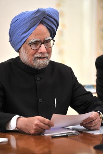 मनमोहन को भारत के आर्थिक सुधारों का प्रणेता माना जाता है. उन्होंने आयात और निर्यात को भी सरल बनाया. लाइसेंस एवं परमिट गुज़रे ज़माने की चीज़ हो गई. उस दौरान विपक्ष उन्हें नए आर्थिक प्रयोग से सावधान कर रहा था. लेकिन मात्र दो वर्ष बाद ही आलोचकों के मुंह बंद हो गए थे.