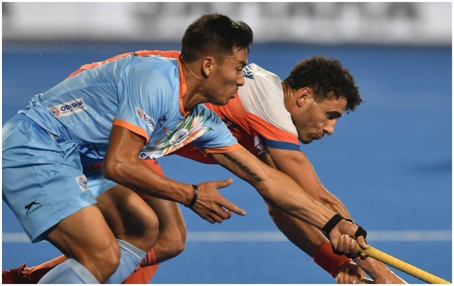 भारतीय पुरुष हॉकी टीम को गुरुवार को कलिंगा स्टेडियम में खेले गए क्वार्टर फाइनल मैच में नीदरलैंड्स से 1-2 से हार का सामना करना पड़ा. इस हार की वजह सेभारतीय टीम 43 साल का सूखा समाप्त कर सेमीफाइनल में प्रवेश करने में असफल रही और इसके साथ ही इस टूर्नामेंट में भारतीय टीम का सफर समाप्त हो गया.