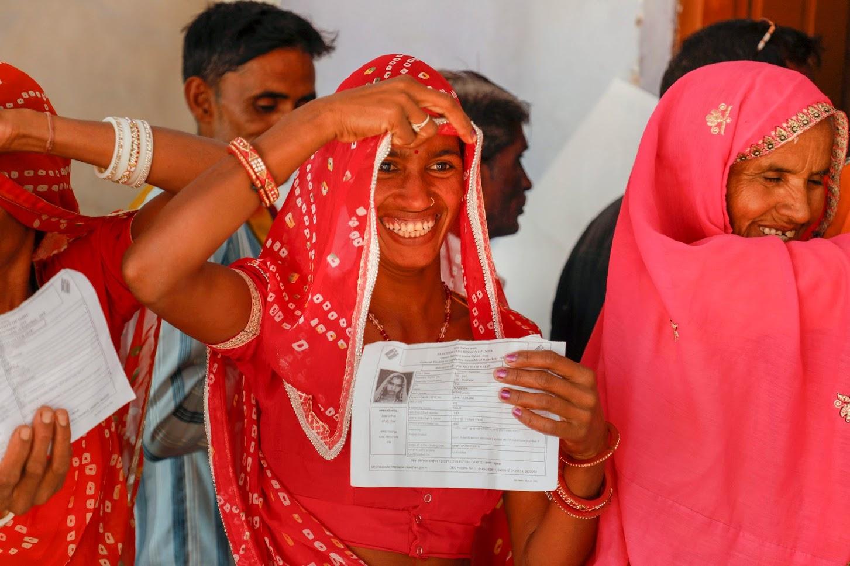 राज्य के मुख्य निर्वाचन अधिकारी आनंद कुमार ने बताया कि नियमों के अनुसार पांच बजे तक मतदान केंद्र में मतदाताओं की कतार में लगने वाले लोग मतदान कर सकते हैं इसलिए कई जगह मतदान की प्रक्रिया अभी चल रही है. उन्होंने कहा कि डाक मतों व सर्विस मतों को इसमें जोड़ा जाना बाकी है. उन्होंने कहा कि शाम सात बजे तक 72.59% मतदान हो चुका था.