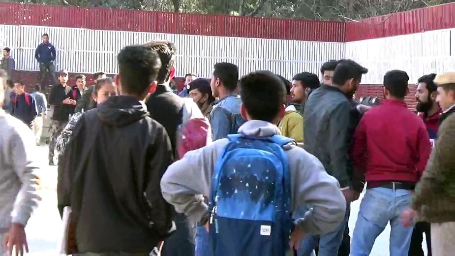 पुलिस के मुताबिक SFI कार्यकर्ता प्रदर्शन कर रहे थे और इसी बीच एबीवीपी कार्यकर्ताओं के साथ विवाद हो गया.
