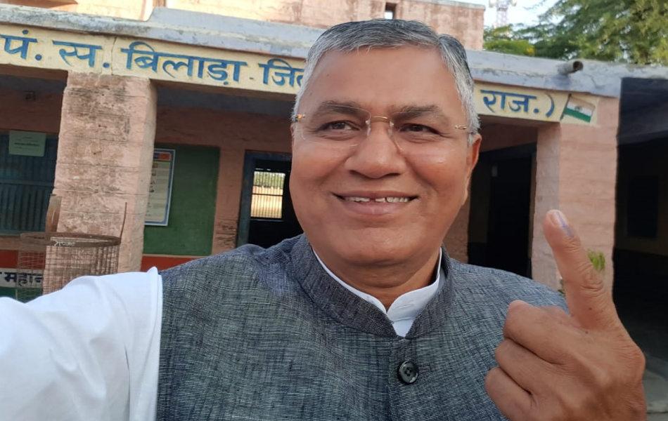 <br /> केन्द्रीय मंत्री पीपी चौधरी ने जोधपुर के बिलाड़ा में मतदान किया.