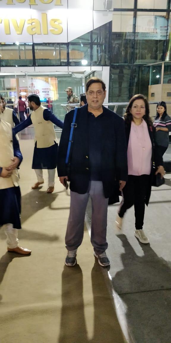 फिल्म निर्माता डेविड धवन अपनी पत्नी करुणा धवन के साथ अम्बानी परिवार की ओर से आयोजित फंक्शन में शामिल होने के लिए उदयपुर पहुंच चुके हैं.