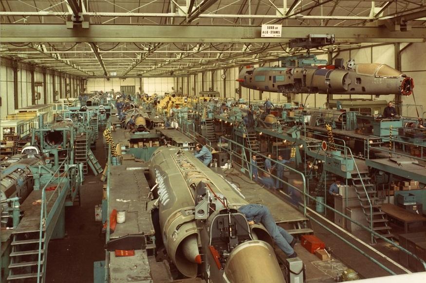 ये दसॉ कंपनी की राफेल बनाने वाली इकाई का अंदरुनी हिस्सा है. भारतीय वायुसेना बहुत पहले लाये गए मिराज विमान की निर्माता भी यही कंपनी थी. अब दसॉ के राफेल फाइटर जेट को कई देशों में इस्तेमाल किया जा रहा है.