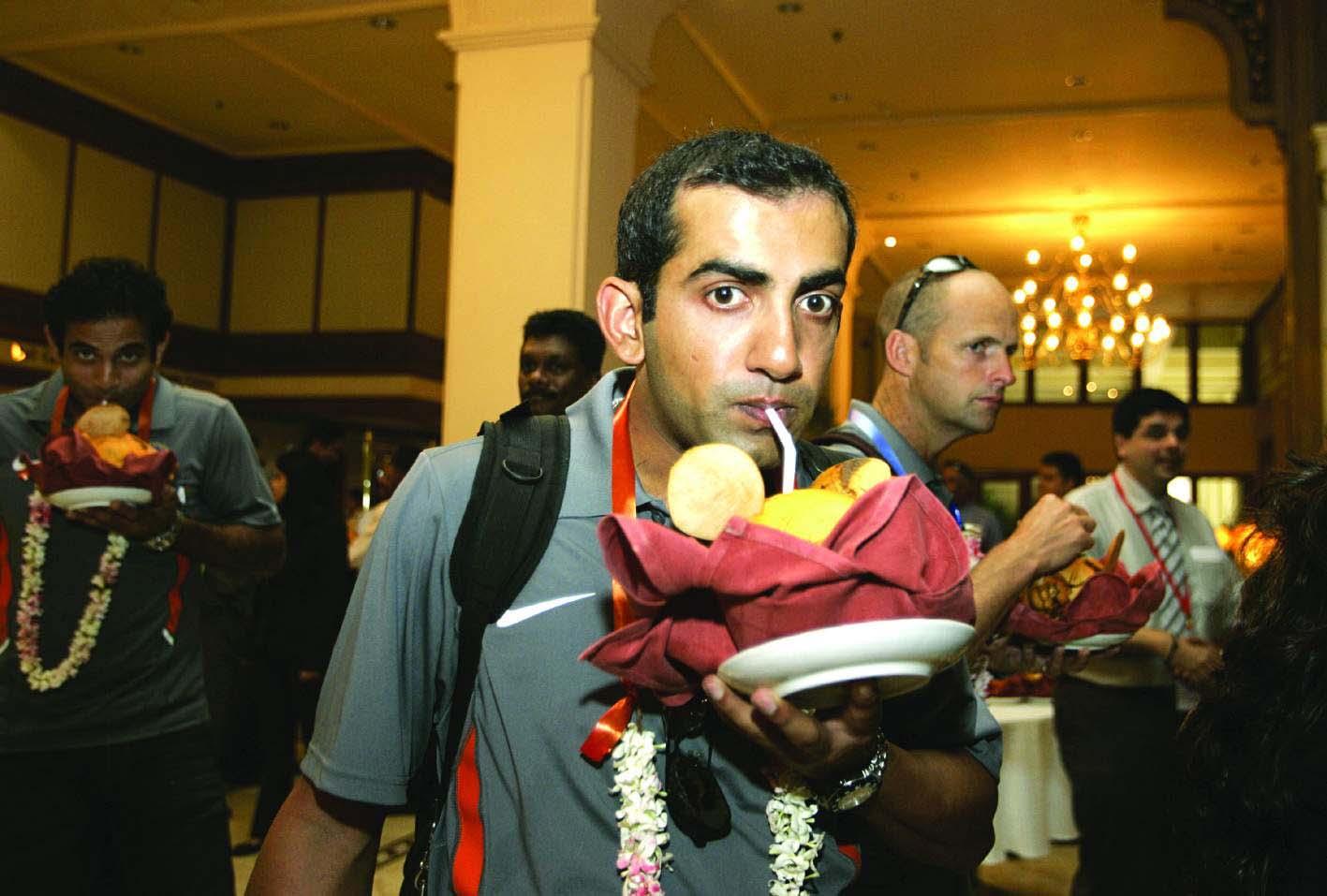 क्रिकेटर गौतम गंभीर ने अंतरराष्ट्रीय क्रिकेट से संन्यास का ऐलान कर दिया है. गंभीर पिछले दो साल से टीम इंडिया से बाहर चल रहे थे. वे आखिरी बार नेशनल टीम की ओर से 2016 में इंग्लैंड के खिलाफ टेस्ट मैच में खेले थे. उन्हें 58 टेस्ट मैच खेले और 4154 रन बनाए. इसमें नौ शतक और 22 अर्धशतक शामिल थे. इस दौरान उनकी औसत 41.95 की रही. उन्होंने 147 वनडे मैचों में भी भारत का प्रतिनिधित्व किया और 39.68 की औसत से 5238 रन बना.(Photo: AP)