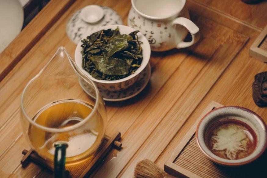 अश्वगंधा-टी-जब भी आप घबराहट महसूस कर रहे हों तो इस चाय का सेवन करें. ये हॉर्मोन को बेहतर कर फैट सेल्स में मौजूद फैट को कम करने में मदद करती है.
