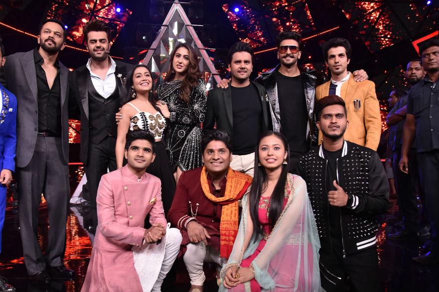 हाल ही में सिंबा की स्टार कास्ट टीवी के लोकप्रिय सिंगिंग रियलिटी शो इंडियन आइडल 10 के मंच पर पहुंची थी. इस दौरान सिम्बा की टीम ने काफी धमाल मचाया. रणवीर सिंह और सारा अली खान और निर्देशक रोहित शेट्टी ने मंच पर प्रतियोगी के साथ डांस भी किया.