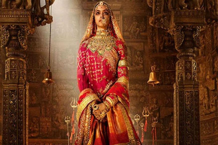संजय लीला भंसाली की विवादित फिल्म 'पद्मावत' ने भी बॉक्स आॅफिस पर काफी अच्छा प्रदर्शन किया था. रिलीज से पहले ही विवादों में रहने के बावजूद इस फिल्म ने दूसरे हफ्ते में 213 करोड़ रुपए कमा कर बड़ी आसानी से 200 करोड़ के क्लब में एंट्री ले ली थी. 200 करोड़ के बजट में बनी दीपिका पादुकोण, रणवीर सिंह, शाहिद कपूर स्टारर इस फिल्म ने रिलीज के दूसरे हफ्ते में अपनी लागत निकाल ली थी. 25 जनवरी को रिलीज हुई 'पद्मावत' का वर्ल्ड वाइड कलेक्शन 585.87 करोड़ रुपये था. भंसाली की इस फिल्म को लेकर ट्रेड एनलिस्टों का कहना था कि अगर फिल्म विवादों की वजह से कई जगहों पर बैन नहीं हुई होती तो इसके कमाई के आंकड़े और भी ज्यादा हो सकते थे.