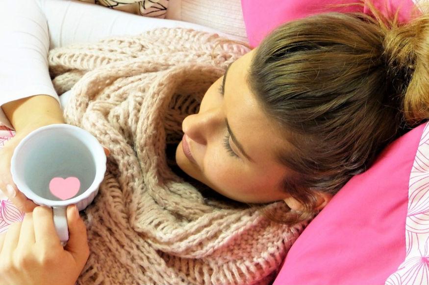 जिन महिलाओं को अनियमित पीरियड्स की समस्या रहती है वे रोज सुबह खाली पेट गुनगुने पानी के साथ एक चम्मच सौंफ का सेवन करें.