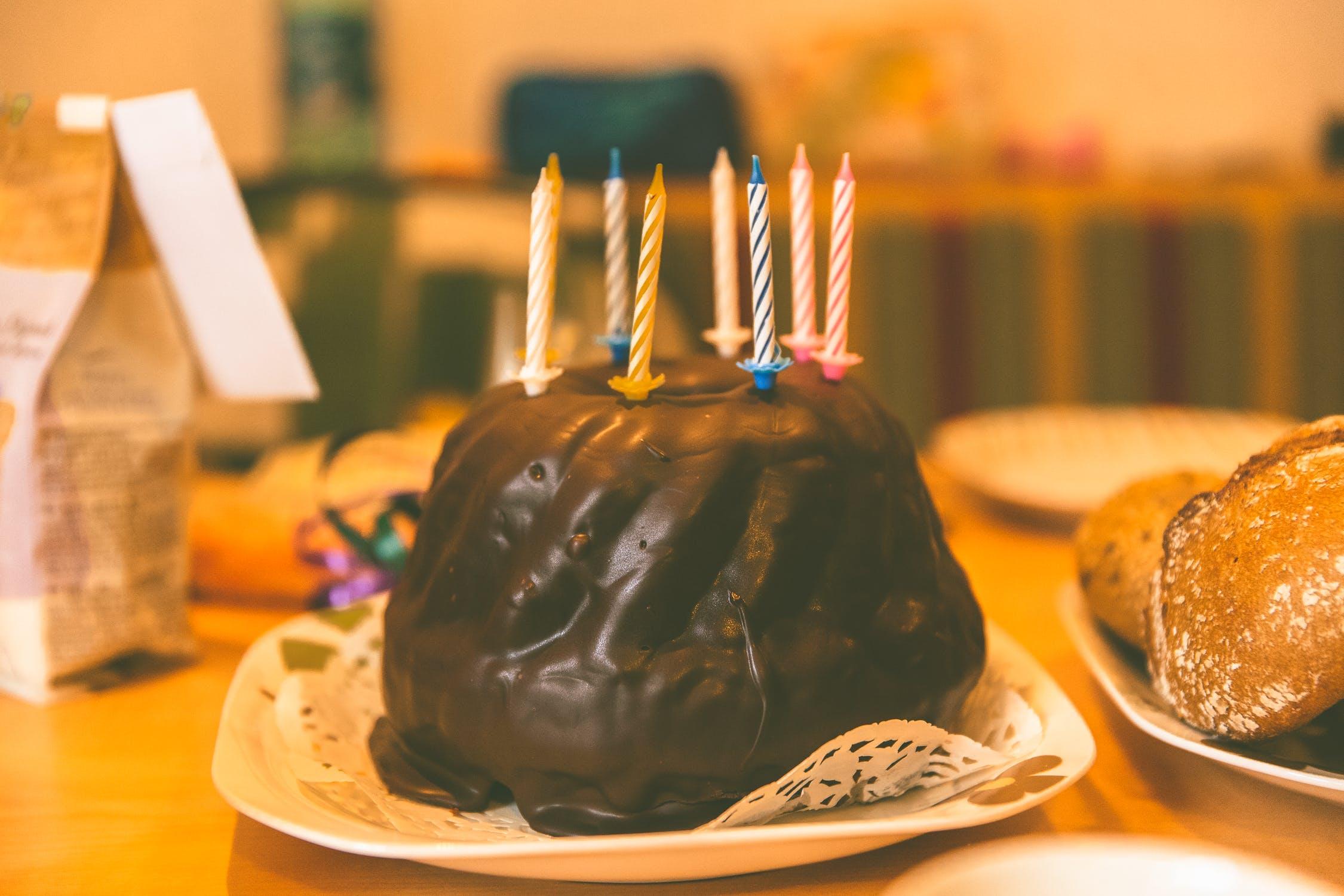 शोधकर्ताओं ने इस अध्ययन में कुछ लोगों को शामिल किया. इनमे एक फोइल पर केक की आइसिंग फैलाई और उस पर कैंडल जला दी. फिर शोध में शामिल लोगों से पिज्जा खाने को कहा गया और उसके बाद मोमबत्तियां बुझाने को निर्देश दिया गया.