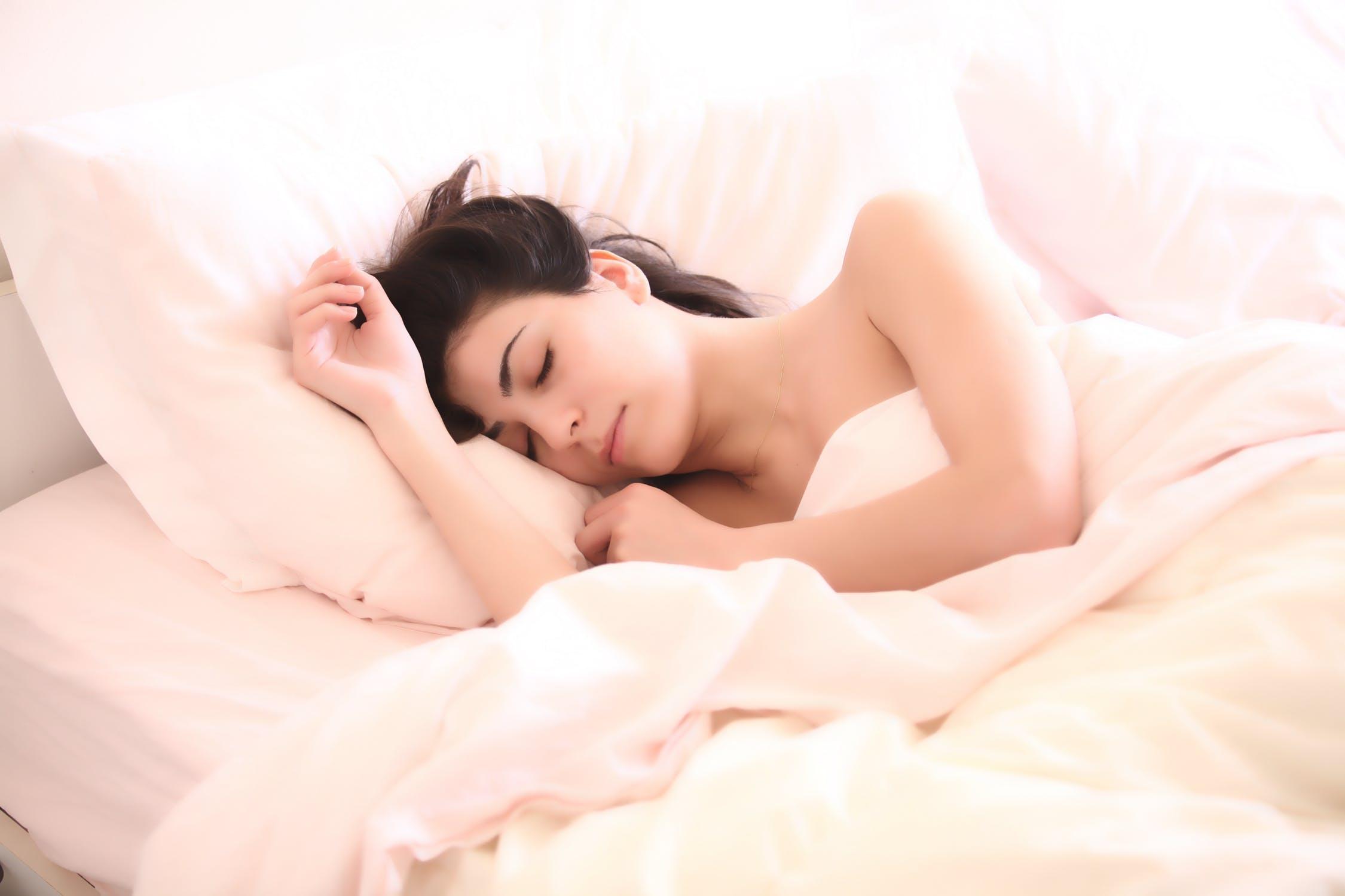 इस अध्ययन में से 55 प्रतिशत महिलाएं ऐसी थीं जिनके पालतू डॉग उनके साथ ही बेड पर सोते थे. वहीं 57 प्रतिशत महिलाओं ने कहा कि वह अपना बेड सिर्फ पार्टनर के साथ शेयर करती हैं.