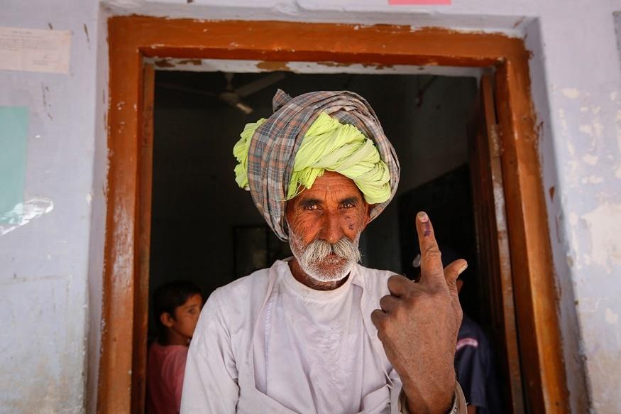 उन्होंने बताया कि बीकानेर के कोलायत तथा सीकर में दो गुटों में झड़प हुई. वहीं अलवर के शाहजहांपुर के एक गांव में कुछ लोगों ने मतदान केंद्र में घुसने की कोशिश की. वहां अर्धसैनिक बलों को हालात पर काबू पाने के लिए हवा में गोली चलानी पड़ी. इस घटना के कारण मतदान बाधित हुआ.