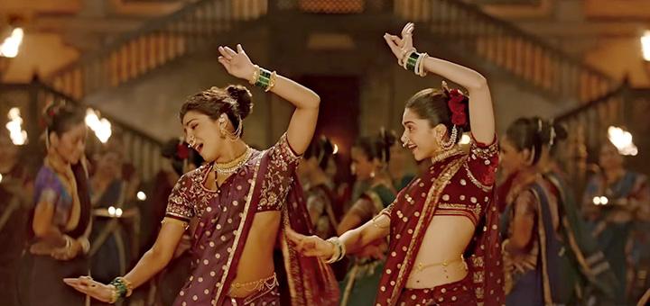 मुंबई में हुई पार्टी में प्रियंका चोपड़ा और दीपिका का एक डांस वीडियो सोशल मीडिया पर काफी वायरल हुआ जिसमें दोनों अपनी फिल्म बाजीराव मस्तानी के 'पिंगा' गाने पर डांस करती नज़र आ रही हैं.