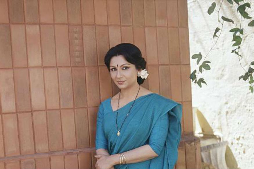 शर्मिला ने अपने अभिनय करियर की शुरूआत सत्यजीत रे की फिल्म 'अपुर संसार' से की थी. अपनी पहली ही फिल्म से उनको बेहतरीन अभिनय के लिए काफी तारीफें मिली. लेकिन हिंदी फिल्म जगत में शर्मिला को पहचान और लोकप्रियता फिल्म 'कश्मीर की कली' से मिली जो 1964 में रिलीज हुई थी. इसके बाद उन्होंने सुपरस्टार राजेश खन्ना के साथ कई हिट फिल्में दी.