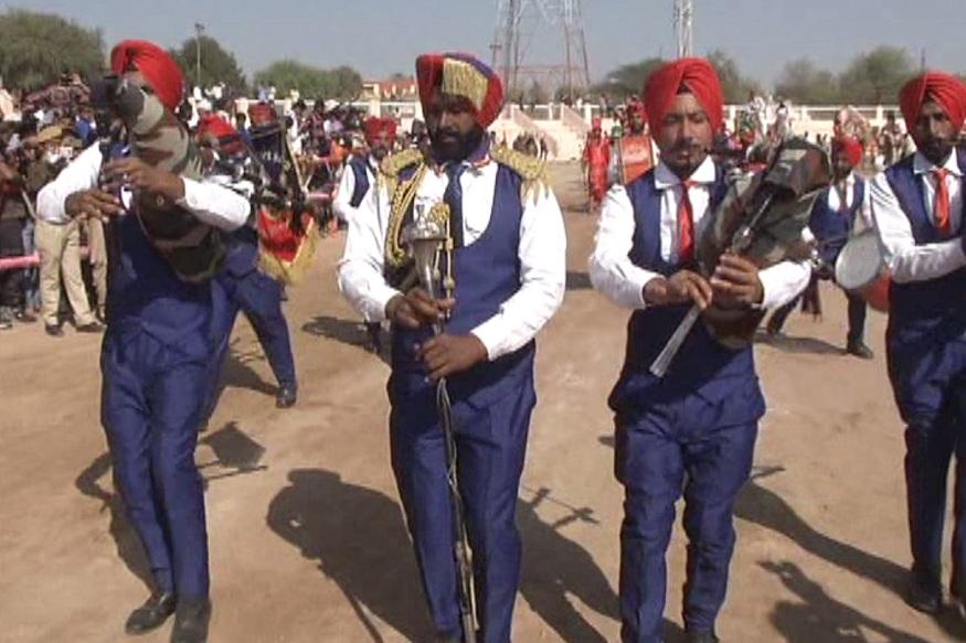 उसके बाद जूनागढ़ किले से एक शोभायात्रा डॉ करणीसिंह स्टेडियम तक पहुंचेगी जहां पर आर्मी के बैगपाइपर बैंड इसका स्वागत करेंगे.