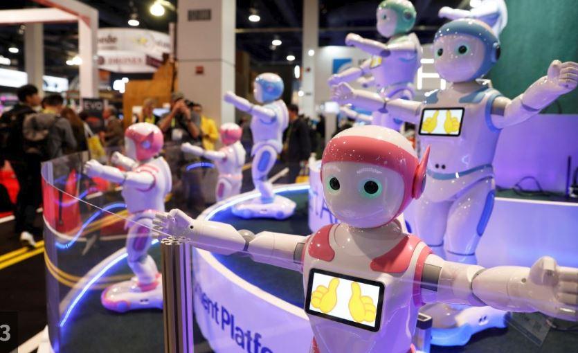 स्मार्ट एआई रोबोट भी इस प्रदर्शनी के कुछ हैरतअंगेज आविष्कारों में शुमार हो सकते हैं. ये अवतारमाइंड्स आईपाल के लाए हुए रोबोट हैं जिन्हें खासकर बच्चों और बूढ़ों के लिए बनाया गया है. ये इस तरह से डिजाइन किए गए हैं कि दोनों ही उम्र के लोगों के लिए दोस्त का काम कर सकें.