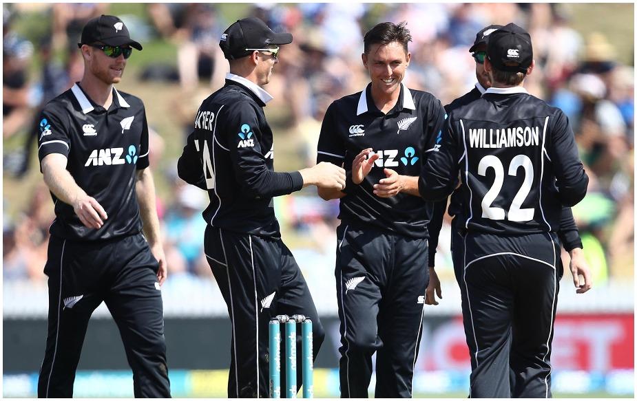 ट्रेंट बोल्ट वनडे क्रिकेट में एक देश में सबसे तेज 100 विकेट लेने वाले दुनिया के पहले गेंदबाज़ बन गए हैं. उन्होंने ऐसा न्यूजीलैंड में किया है. इससे पहले ये रिकॉर्ड पाकिस्तान के वकार यूनिस के नाम था, जिन्होंने यूएई में ऐसा किया था. ग्लेन मैक्ग्रा और ब्रेट ली ने ऐसा ऑस्ट्रेलिया में किया है. दोनों ने 56-56 मैच खेले हैं. यह जोड़ी तीसरे नंबर पर है.