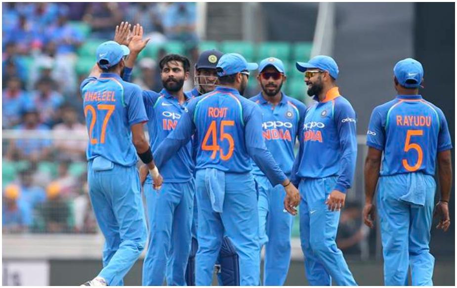 इंडिया अगर ऑस्ट्रेलिया से 1-2 से सीरीज हार जाती है: ऐसे में ऑस्ट्रेलिया पाकिस्तान को पीछे छोड़ देगी और पांचवें नंबर पर पहुंच जाएगी. भारत के 119 अंक हो जाएंगे.