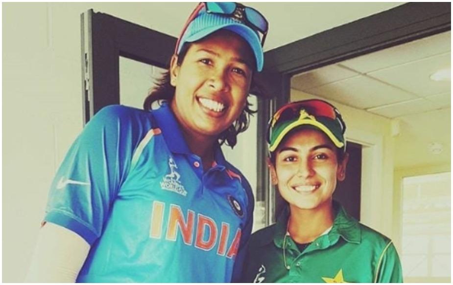 """कायनात भारतीय महिला तेज गेंदबाज झूलन गोस्वामी की बड़ी फैन हैं. उन्होंने एक इंस्टाग्राम पोस्ट के जरिए इस तेज गेंदबाज के लिए अपनी दीवानगी दर्शाई थी. उन्होंने लिखा था, """"चलिए मैं आपको अपनी स्टोरी बताती हूं. साल 2005 में मैंने पहली बार टीम इंडिया को एशिया कप में देखा था क्योंकि इस बार यह टूर्नामेंट पाकिस्तान में आयोजित किया गया था. मैं उस टूर्नामेंट में बॉल गर्ल थी. मैंने उस समय तेज गेंदबाज झूलन गोस्वामी को देखा था. मैं उनसे इतनी प्रभावित हुई कि मैंने क्रिकेट को पेश के तौर पर चुन लिया. खासतौर पर मैंने तेज गेंदबाजी चुनी."""""""