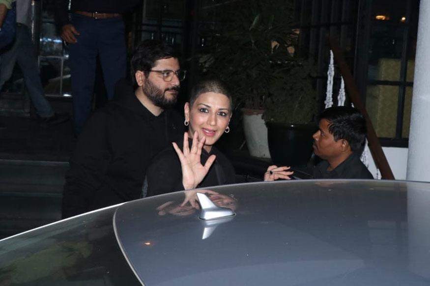 सोनाली बेंद्रे भी अपने पति गोल्डी बहल के साथ इस पार्टी में शिरकत करने पहुंची थी. कुछ दिनों पहले सोनाली कैंसर के इलाज के लिए अमेरिका गई थी. हाल ही में वह मुंबई अपने घर वापस लौटी हैं.