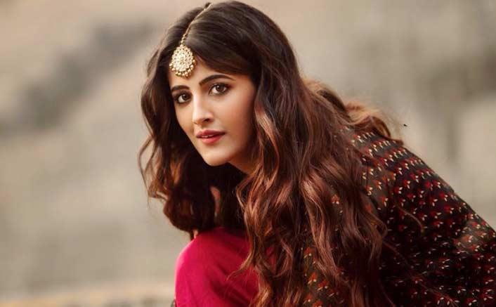अभिनेत्री कृति सेनन की बहन नुपुर भी बॉलीवुड में अपना करियर बनाने की चाह में हैं. उनकी ये चाह जल्द पूरी होने वाली है. खबर है कि वह प्रोड्यूसर साजिद नाडियाडवाला की फिल्म से बड़े पर्दे पर डेब्यू करेंगी.