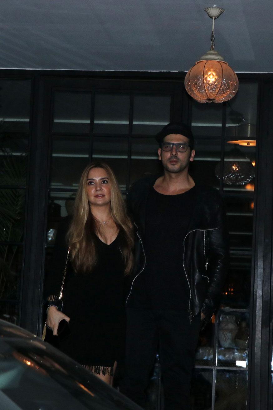 अभिनेता और सुज़ैन खान के भाई जायेद खान भी अपनी पत्नी मलाईका पारेख के साथ इस पार्टी में पहुंचे थे. जायेद काफी समय से बड़े पर्दे से गायब हैं.