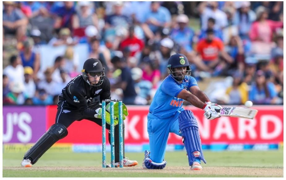 भारतीय टीम 92 रन पर आउट हुई है, जो कि उसका वनडे क्रिकेट में उसका 7वां सबसे कम स्कोर है. भारतीय टीम श्रीलंका के खिलाफ 54 रन पर आउट हुई थी जो कि रिकॉर्ड है. इसके अलावा वह ऑस्ट्रेलिया, श्रीलंका, पाकिस्तान, न्यूजीलैंड और साउथ अफ्रीका के खिलाफ क्रम: 63, 78, 79, 88 और 91 के स्कोर आउट हुई है.