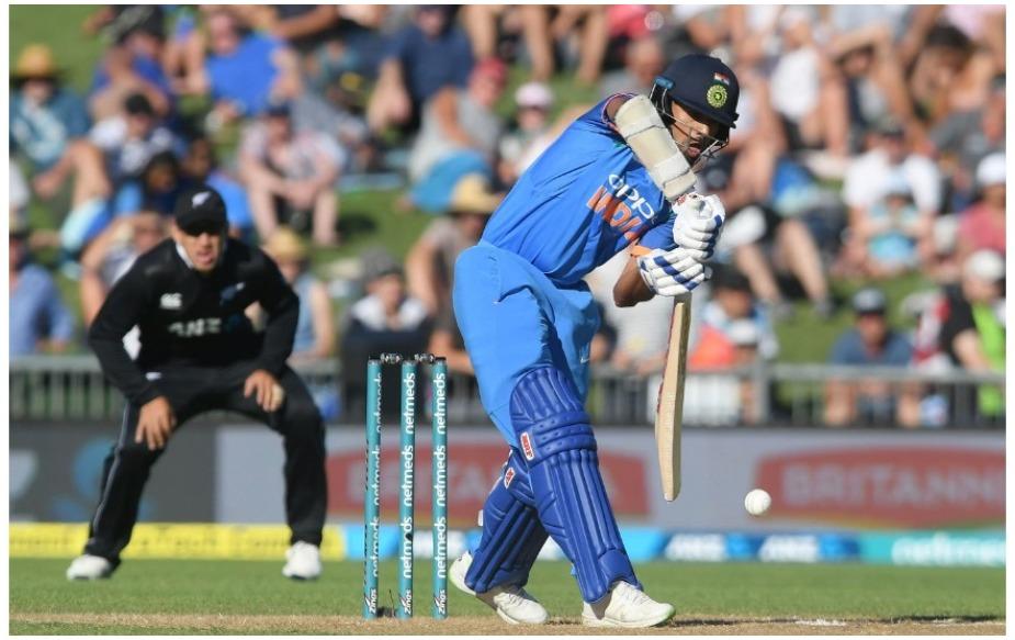 भारतीय टीम को हैमिल्टन वनडे में 212 गेंदें बाकी रहते हुए हार मिली है, जो कि गेंदों के हिसाब से उसकी सबसे बड़ी हार है. इससे पहले 22 अगस्त 2010 को श्रीलंका ने उसे 209 गेंद बाकी रहते हुए 8 विकेट से रौंदा था. जबकि गेंद शेष रहने के लिहाज से न्यूजीलैंड ने अपनी पांचवीं सबसे बड़ी जीत की बराबरी की है.
