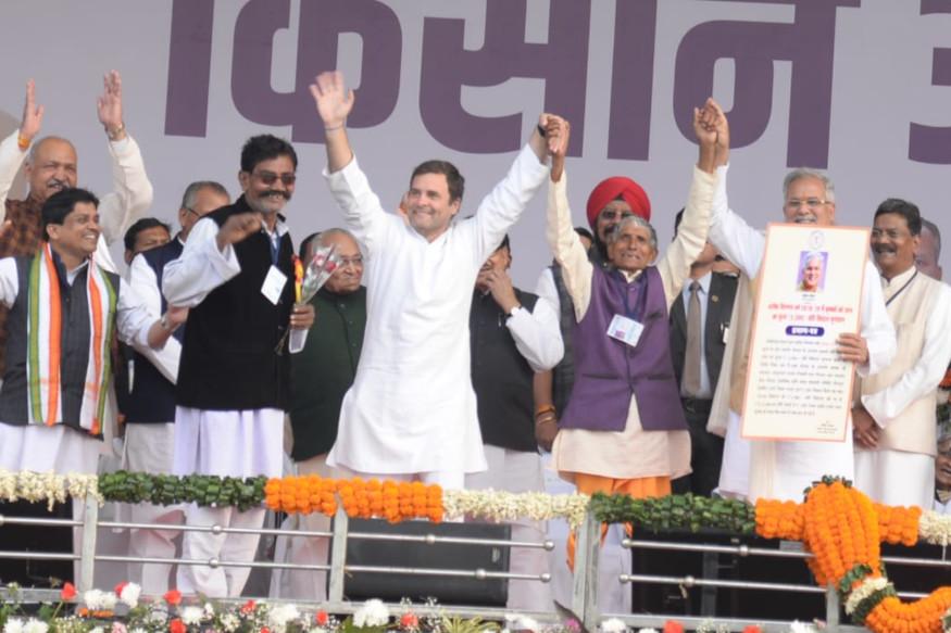 राहुल गांधी ने किसान आभार रैली को संबोधित करते हुए कहा कि 2019 में केन्द्र में कांग्रेस की सरकार बनने पर गरीबों के लिए न्यूनतम आमदनी कानून लागू किया जाएगा. इसके तहत हर गरीब के बैंक एकाउंट में न्यूनतम आमदनी की राशि डाली जाएगी. ऐसा करने वाली कांग्रेस सरकार दुनिया की पहली सरकार बन जाएगी.