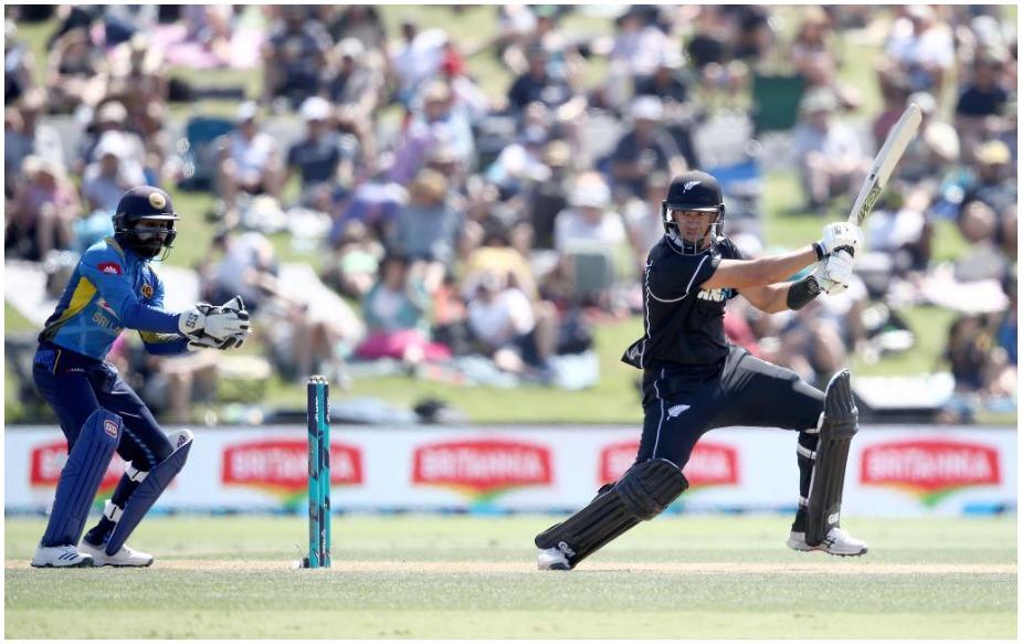 नेल्सन में श्रीलंका के खिलाफ रोस टेलर ने 131 गेंदों पर नौ चौके और चार छक्के की मदद से 137 रन की पारी खेली और वह लगातार वनडे क्रिकेट में छह अर्धशतक लगाने वाले न्यूजीलैंड के खिलाड़ी बने. इसके अलावा उन्होंने लगातार पांच-पांच अर्धशतक लगाने वाले सचिन तेंदुलकर और विराट कोहली को भी पीछे छोड़ दिया है. वर्ल्ड रिकॉर्ड पाकिस्तान के जावेद मियांदाद के नाम है, जिन्होंने 1987 में ऐसा 9 बार किया था.