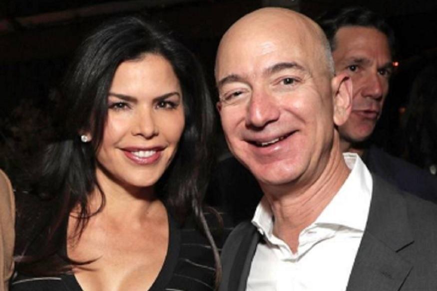 अमेरिका का मीडिया दबी जुबान से जैफ के रोमांस की बातें कर रहा था लेकिन उसे नहीं मालूम था कि इस रोमांस ने दुनिया के सबसे धनी शख्स के घर में दरार डाल दी है. लंबी, सुंदर लॉरेन हेलीकॉप्टर की पॉयलट भी हैं. बताते हैं कि उन्होंने कई बार जैफ के साथ उनके हेलीकॉप्टर को भी उड़ाया है. जैफ और उनकी पत्नी मैकेंजी के बीच तलाक जल्द ही होने वाला है. उसके बाद क्या जैफ दोबारा शादी करेंगे -ये सवाल इन दिनों हर किसी की जुबान पर है.