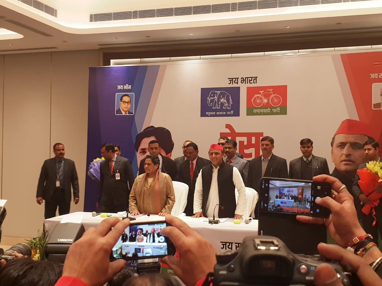 सपा-बसपा गठबंधन ने दो सीट सहयोगियों के लिए छोड़ी है. मायावती ने कहा कि वे कांग्रेस के साथ गठबंधन नहीं करेंगे लेकिन अमेठी और रायबरेली कांग्रेस के लिए छोड़ रहे हैं. बता दें कि अमेठी से कांग्रेस अध्यक्ष राहुल गांधी और रायबरेली से यूपीए प्रमुख सोनिया गांधी चेयरमैन हैं.