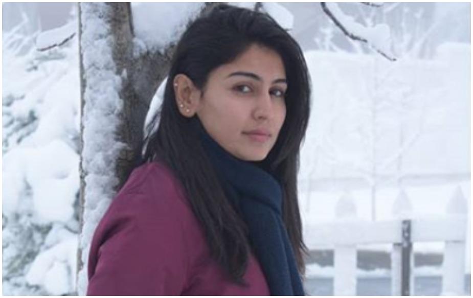 पाकिस्तानी महिला क्रिकेटर कायनात इम्तियाज आजकल सोशल मीडिया में छाई हुई हैं. कराची की इस खूबसूरत लेडी ने इस साल की शुरुआत में ही पाकिस्तान की राष्ट्रीय टीम में वापसी की थी. उसके बाद से ही वह इंटरनेट पर सनसनी बन गई हैं और लोग उनकी खूबसूरती की जमकर तारीफ कर रहे हैं. कायनात ने 2010 में 18 साल की उम्र में अपना अंतरराष्ट्रीय डेब्यू किया था. वैसे बड़े लेवल पर अपने आपको स्थापित करने के लिए उन्होंने थोड़ा वक्त लिया.