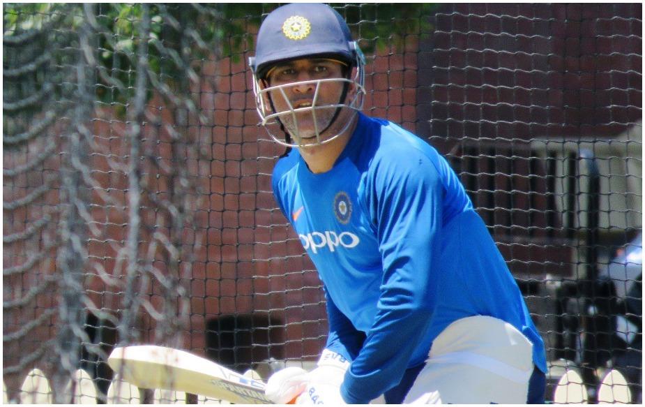हालांकि गुरूवार को तैयारियां जोर पकड़ेंगी जब पूरी टीम नवंबर में वेस्टइंडीज के खिलाफ घरेलू सीरीज के बाद एक साथ पहले ट्रेनिंग सत्र में हिस्सा लेगी.इस चौकड़ी ने पहले थ्रोडाउन किया क्योंकि इस वैकल्पिक सत्र में टीम का कोई विशेषज्ञ गेंदबाज मौजूद नहीं था. धवन और रायडू ने दायें और बायें थ्रोडाउन से ट्रेनिंग की जबकि धोनी ने इंडोर नेट में सहायक कोच संजय बांगड़ के साथ अभ्यास किया. जाधव ने दो नेट पर अभ्यास किया.