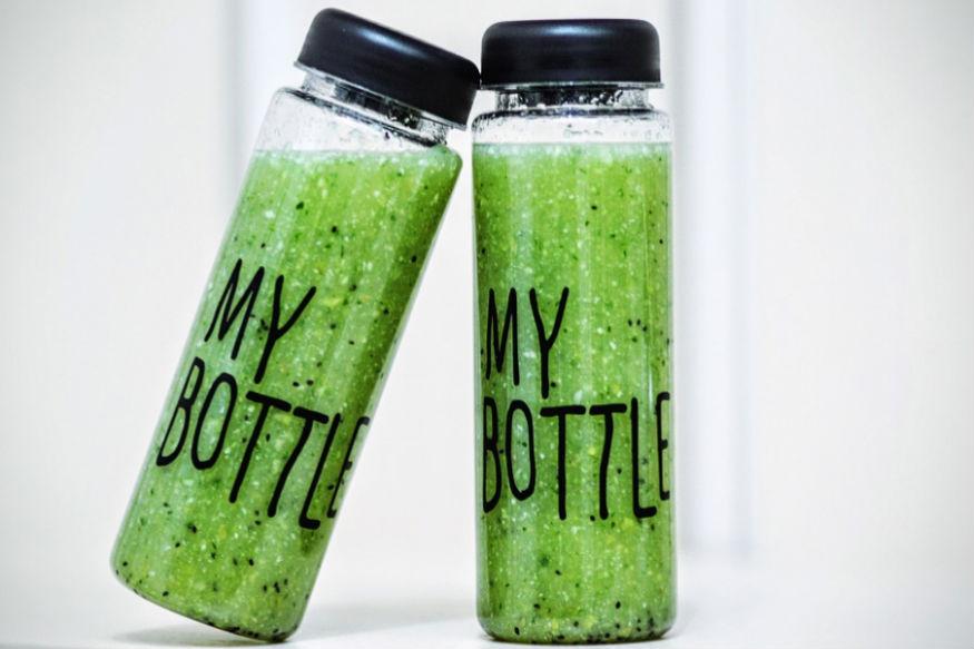 एक डीटॉक्स ड्रिंक ऐसी है जिसे रात में सोने से पहले अगर पिया जाए तो वजन घटा सकते हैं. ये शरीर से टॉक्सिन बाहर निकालेगी. साथ ही एक्सट्रा फैट को गलाने में मदद करेगी.