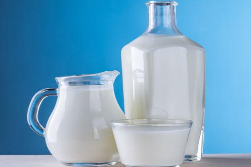 थायरॉइड की समस्या वाले लोगों को दही और दूध का इस्तेमाल अधिक से अधिक करना चाहिए. दूध और दही में मौजूद कैल्शियम, मिनरल्स और विटामिन थायरॉइड से ग्रसित लोगों को स्वस्थ बनाए रखने का काम करते हैं.
